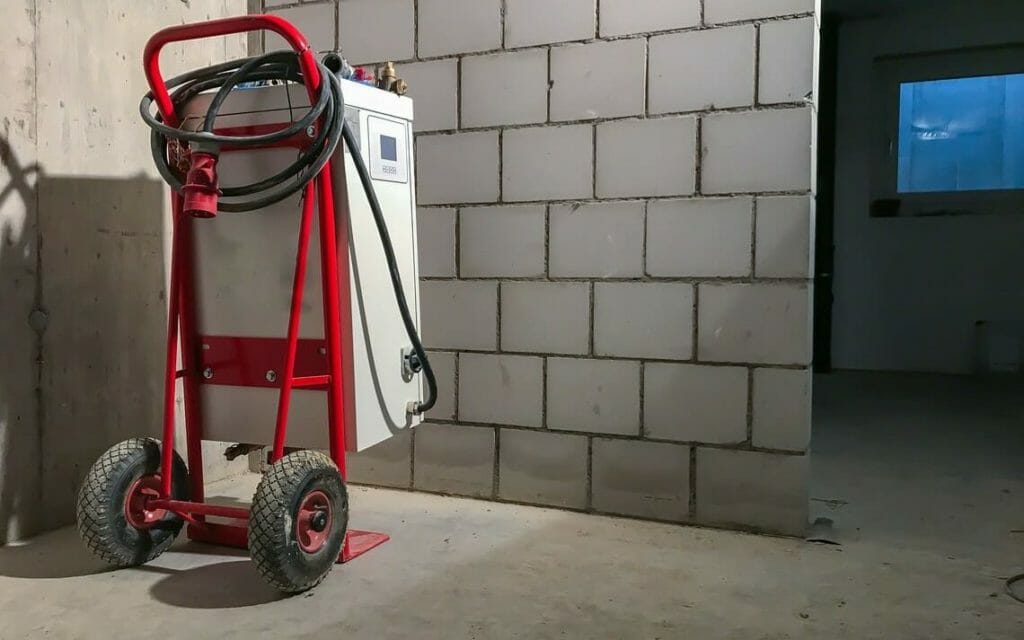 Mobile Bauheizung im Keller
