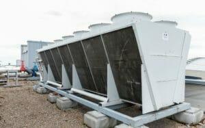 Große Mietkältemaschine auf dem Dach