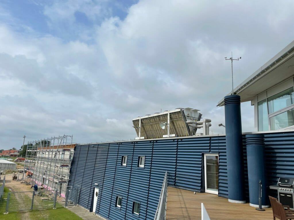 Kaltwassersatz auf Dach eines Museums
