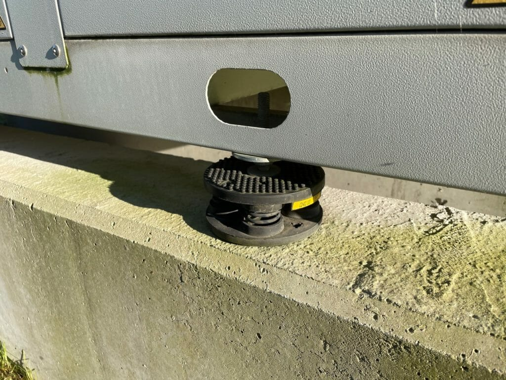 Kaltwassersatz mit Vibrationsdämpfer